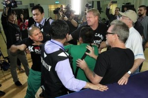 freddie roach and alex ariza fight